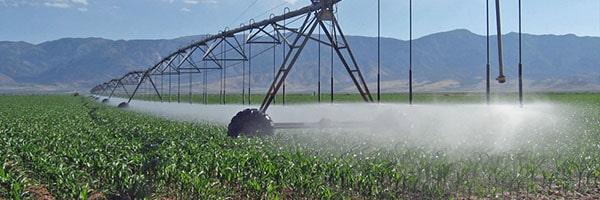 آبیاری زمینهای کشاورزی